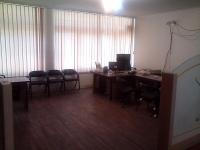 اجاره تعدادی میز اداری یا اتاق در دفتر کار مبله.